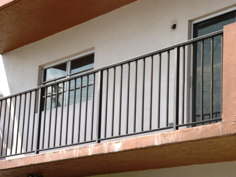 Ограждение балконов из металла фото..